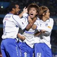 Seize the day: Sota Nakazawa (center) and Gamba Osaka are making a late play for the J. League title. | KYODO PHOTO