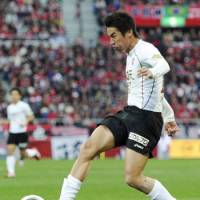 Strong finish: Vissel Kobe's Takayuki Yoshida scores the first of his two goals in the 31st minute on Saturday against Urawa Reds. | KYODO PHOTO