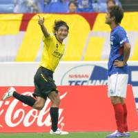 Strike a pose: Kashiwa Reysol's Hideaki Kitajima celebrates his 37th-minute goal on Saturday at Nissan Stadium. Reysol beat Yokohama F. Marinos 2-0. | KYODO PHOTO