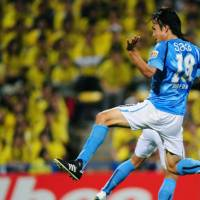 In position: Jubilo Iwata's Ryoichi Maeda leaps for the ball during his team's 3-0 win over Kashiwa Reysol on Wednesday. | KYODO