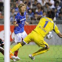 Pole position: Striker Masashi Oguro and Yokohama F.?Marinos moved to the top of the J.?League last weekend. | KYODO