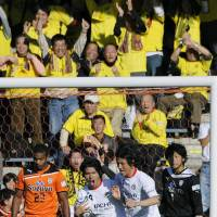 Weekend fightback gives Reysol one hand on league title