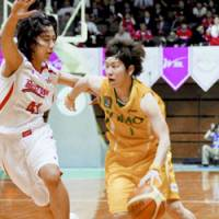 WJBL MVP Yuko Oga (right), who joins the WNBA's Phoenix Mercury for training camp in April, is strongly determined to become the second player to make the league from Japan. | KYODO PHOTO