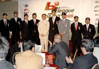 Proud group: The bj-league's 2008 draft picks join commissioner Toshimitsu Kawachi for a photo after Monday's draft at a Tokyo hotel.