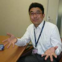 Talkin' hoops: Fuji Television announcer Tatsuya Aoshima discusses the bj-league and the NBA playoffs during a recent interview at his Odaiba office building | ED ODEVEN PHOTO