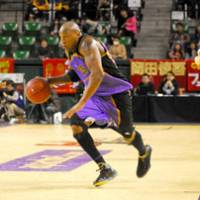On the move: Tokyo Apache star John 'Helicopter' Humphrey gave his team a big boost in the passing department on Sunday, dishing out six assists in a victory over the Hamamatsu Higashimikawa Phoenix. | YOSHIAKI MIURA PHOTO