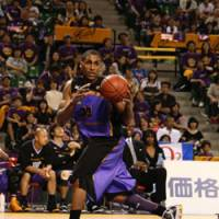 Veteran poise: Forward Dameion Baker, a solid player at both ends of the floor, helped the Tokyo Apache reach the bj-league Final Four for the second straight season. | KAZ NAGATSUKA PHOTO