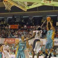 In limbo: Shooting guard Yu Okada (9) and his Takamatsu Five Arrows teammates remain uncertain about their team's plans for the 2009-10 season.   FIVE ARROWS/bj-league