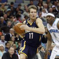 Going baseline: Indiana's Mike Dunleavy drives past the Hornets' James Posey on Friday night. New Orleans won 107-101.   AP PHOTO