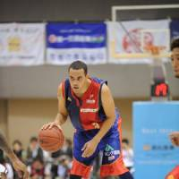 Point producer: Michael Parker, the bj-league's top scorer at 26.7 points per game, is the leader of a Rizing Fukuoka team that is in the thick of the playoff hunt this season.   RIZING FUKUOKA PHOTO