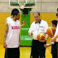 Winning formula: Former Japan national team coach Zeljko Pavlicevic (center), seen during a training session in 2006, believes confidence and positive reinforcement are key ingredients for a successful team. Pavlicevic will lead the Shimane Susanoo Magic in their inaugural season in the bj-league. | KYODO PHOTO