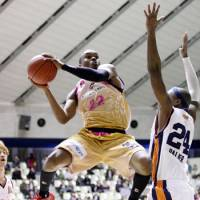 Soaring to new heights: Akita Northern Happinets point guard Sek Henry, a first-year pro, is the bj-league's fifth-leading scorer. | AKITA NORTHERN HAPPINETS / BJ-LEAGUE