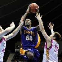 Ready for liftoff: Mike Chappell is one of several American players on the Tokyo Apache roster. | YOSHIAKI MIURA PHOTO