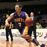 Tough predicament: Fans of the Tokyo Apache are hoping the team finds a way to take the court for the 2011-12 regular season. | YOSHIAKI MIURA