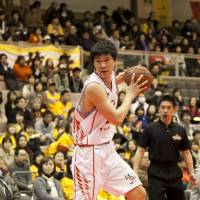 Versatile: Atsuya Ota, center for the Hamamatsu Higashimikawa Phoenix, is coming into his own as a pivotman. He is the lone bj-league player on the Japan national team. | DOMINIKA FITZGERALD