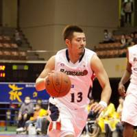 Staying aggressive: Yokohama B-Corsairs guard Kenji Yamada dribbles the ball in Saturday's game against the host Sendai 89ers. Yokohama edged Sendai 62-61, extending its winning streak to eight games. | DOMINIKA FITZGERALD