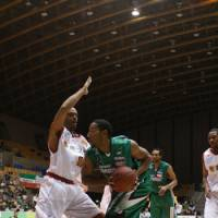 Vocal leader: Power forward Reggie Warren, seen here playing for the Saitama Broncos during the 2008-09 season, is one of the top newcomers for the Rizing Fukuoka.   KAZ NAGATSUKA