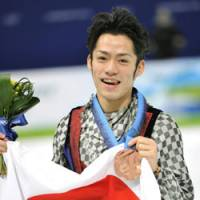 Unforgettable day: Daisuke Takahashi proudly displays his bronze medal after the men's figure skating competition Thursday in Vancouver, British Columbia. | KYODO PHOTO