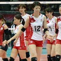 Frustrating: The Japan's women's volleyball team walks off the court after losing a four-set match to Turkey in the World Grand Prix on Saturday in Osaka. | KYODO