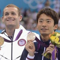 Ryosuke Irie (right) and American Tyler Clary display their medals during the award ceremony for the men's 200-meter butterfly. | KYODO