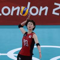 On the attack: Saori Kimura serves during the bronze-medal game on Saturday.   AFP-JIJI