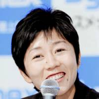 Birthday banter: Mizuki Noguchi speaks to the media on Thursday, her 30th birthday, prior to leaving Kobe for a high-altitude training camp in St. Moritz, Switzerland. | KYODO PHOTO