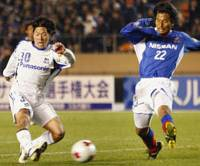 Running on empty: Masato Yamazaki scores Gamba Osaka's semifinal winner against Yokohama F. Marinos on Monday, but does Gamba have enough in the tank to beat Kashiwa Reysol in Thursday's final? | KYODO PHOTO