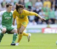 Which way to turn?: Celtic's 0-0 draw with Hibs on Sunday means Shunsuke Nakamura is far from guaranteed Champions League action if he stays at Celtic next season. | KYODO PHOTO