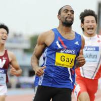 Easy victory: Tyson Gay wins the men's 100 meters with 10.13 seconds with Japan's Masashi Eriguchi (left) finishing second on Wednesday in the 2009 Super Track and Field Meet at Kawasaki's Todoroki Stadium. | KYODO PHOTO