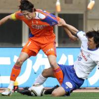 Let's get physical: Albirex Niigata striker Kisho Yano (left) was one of the few surprises in national team manager Takeshi Okada's 23-man squad for the World Cup. | KYODO PHOTO