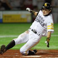 Free as a bird: Fukuoka Softbank Hawks star Munenori Kawasaki will be eligible for international free agency after season. | KYODO PHOTO
