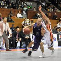 Road warriors: Tokyo Apache fans will have to wait until January to see Cohey Aoki and his teammates in action at home due to scheduling issues. | YOSHIAKI MIURA PHOTO