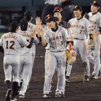 Simultaneous action: The Yomiuri Giants played the Hanshin Tigers at the same time as the Fukuoka Softbank Hawks took on the Chiba Lotte Marines. | KYODO PHOTO