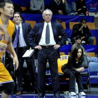 Valuable mentor: Tokyo Apache coach Bob Hill worked closely with Los Angeles Clippers forward Blake Griffin over two summers before he turned pro. | YOSHIAKI MIURA PHOTO