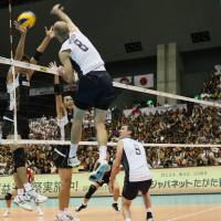 Timing is everything: U.S. captain William Priddy spikes the ball against Japan in the teams' FIVB Men's World Cup match on Tuesday in Fukuoka. | FIVB.ORG
