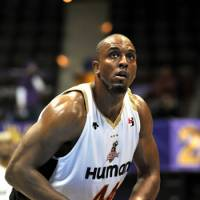 Complete player: Osaka Evessa power forward Lynn Washington is known for his scoring ability. His commitment to defense is another key factor in the three-time champion Evessa's sustained level of excellence. | YOSHIAKI MIURA