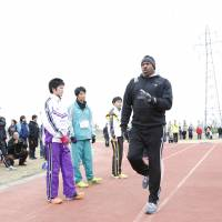 Big-time credentials: Mike Powell, who set the world record of 8.95 meters in the long jump in 1991 in Tokyo, conducts a training session on Sunday.. | COURTESY PHOTO