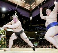 Yokozuna Asashoryu forces out No. 1 maegashira Tokitenku to avoid back-to-back losses in the New Year Grand Sumo Tournament at Tokyo's Ryogoku Kokugikan on Tuesday. | KYODO PHOTO