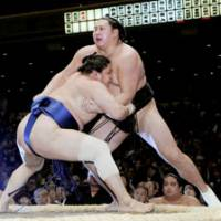 Fourth-ranked maegashira Asasekiryu forced out No. 10 maegashira Kyokutenho on Wednesday in the New Year Grand Sumo Tournament at Tokyo's Ryogoku Kokugikan. | KYODO PHOTO