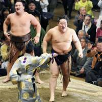 Back on top: Asashoryu exults after beating Hakuho in a championship playoff to win the New Year Grand Sumo Tournament on Sunday.   KYODO PHOTO