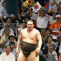 Chasing history: Yokozuna Hakuho has won 46 straight matches heading into the final day of the Nagoya Grand Sumo Tournament. The all-time record is 69 consecutive wins, set by Futabayama. | KYODO PHOTO
