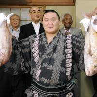 Special talent: Mongolian yokozuna Hakuho beat Kotooshu on Saturday, a day before he officially captures the Emperor's Cup at the Autumn Grand Sumo Tournament. | KYODO PHOTO