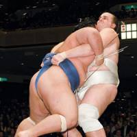 Ozeki Baruto gets a grip on the mawashi of Kotoshogiku on Jan. 20, the 13th day of the New Year basho. His victory over his rival helped him clinch his first Emperor's Cup with a 13-0 record. | KYODO PHOTO