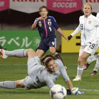 Solo effort: Japan's Nahomi Kawasumi (9) shoots beyond the reach of U.S. goalkeeper Hope Solo during their 1-1 draw in Sendai on Sunday. | KYODO
