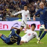 In the nick of time: Shinji Kagawa scores against France in the 88th minute of a friendly international at the Stade de France on Friday night. Japan won 1-0.   KYODO