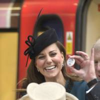 Pregnant Kate gets 'Baby on Board' pin for London Tube