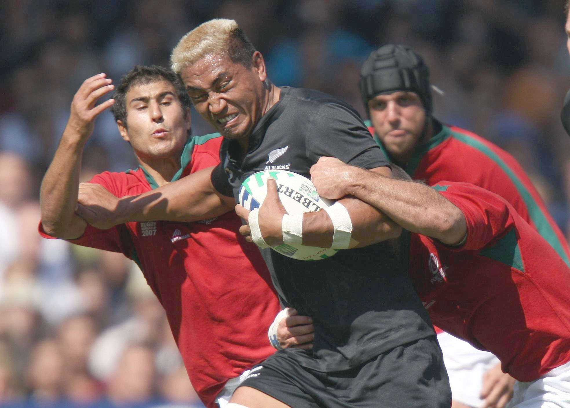 Kill Collins: New Zealand's Jerry Collins breaks through the Portugal defense during a Rugby World Cup match in September 2007 in France. Collins was arrested last month after pulling a couple of knives in a store in Hamamatsu, Shizuoka. He later said that the knives were for protection and that a local gang had threatened to kill him. | AP