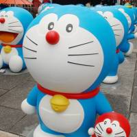 These 'life-size' figures of the popular cartoon character Doraemon were displayed in Hakone, Kanagawa Prefecture, during an event in March. |  FUJIKO PRO/KYODO