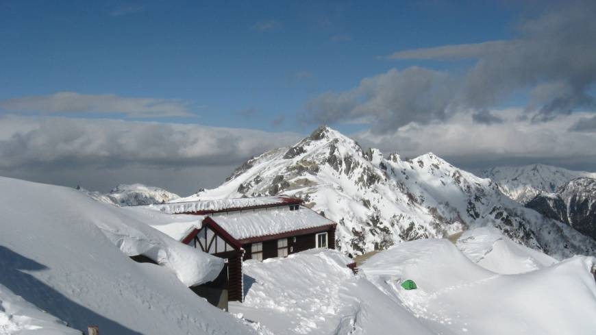 Winter wonderland: With 2,763-meter Mount Tsubakuro behind, Enzan-so mountain hut sits under thick snow last November. Ptarmigans live in the area year-round.