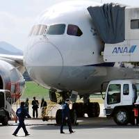 Probe starts: Japan Transport Safety Board officials on Monday prepare to investigate the battery incident involving an All Nippon Airway Co. Boeing 787 at Takamatsu Airport in Kagawa Prefecture. | KYODO